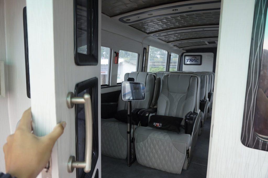bus-mewah-trac-cabin